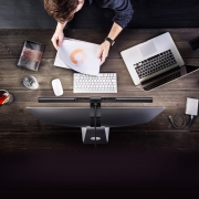 LED Schreibtischlampe für den Monitor
